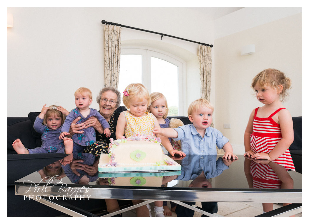 KIDS AND BIRTHDAY CAKE PORTRAIT